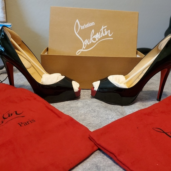huge discount 5d264 230a0 Very Prive Christian Louboutin 36.5 Black Patent